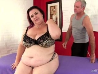 Giant tittied fat ass Lady Lynn gets a sex massage (9)