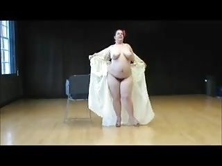 Voluptuous Bbw Strips To Us