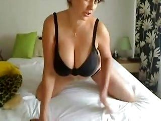 Perfect Big Titted Milf plays on Webcam!