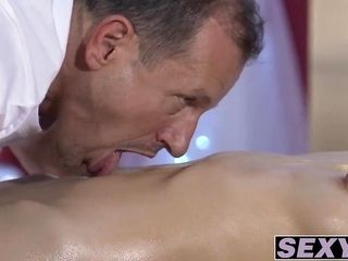 Trimmed pussy Aruna Aghora drille deep by big dick George (2)