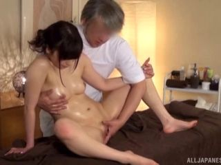 Sensual massage ends up with the Japanese girls sucking the cock (2)