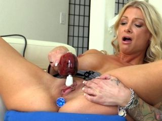 Big ass Synthia refining her pussy using toy while yelling