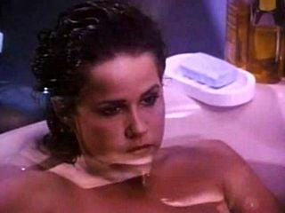 124743 Linda Blair In The Bath.mp4