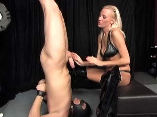Leather Femdom Wants Her Pussy Worshipped