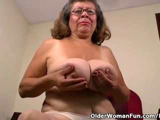 Silky nylon gets granny Brenda in the mood (4)