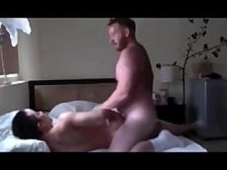 Chanceux Asian Muscle Twink eu dur Fucked by Daddy sexy
