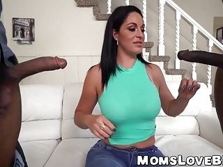 Voluptuous MILF sucks on a bbc while getting slammed hard (2)