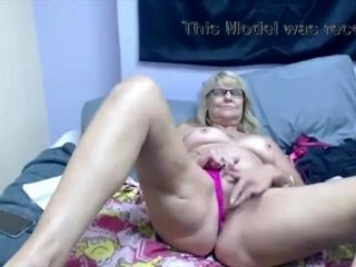 Blonde Granny-Old Pussy Masturbating (3)