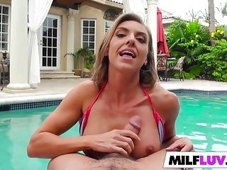 MILF Kate Linn Gets Her Pussy Stretched