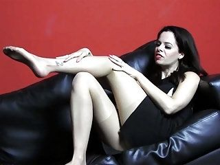 Brunette Babe Tease Nylon Pantyhose For Cum On Her Legs Feet