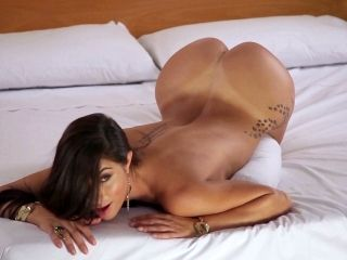 Belen Lavallen makes you fall in love with her with a solo scene
