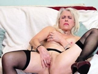 British Mature Lady Playing With Herself (3)