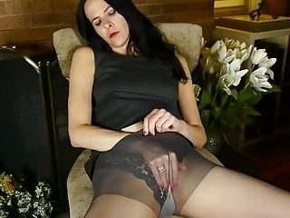 Kinky American mature housewife Natasha wants a dick